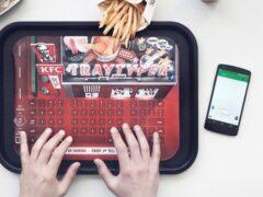KFC спасет ваш смартфон от жирных отпечатков пальцев