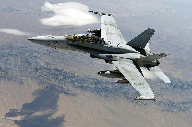 истребитель F-18