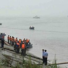 В Китае не прекращаются поиски погибших на реке Янцзы