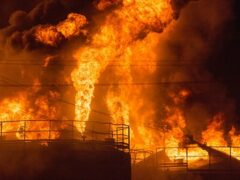 Катастрофа под Киевом: сгорела нефтебаза, эвакуированы жители
