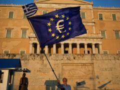 Парламент Греции одобрил предложения кредиторам