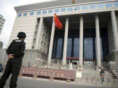 Китайский суд приговорил семейную пару за продажу собственного сына