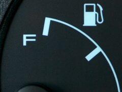 В России цены на бензин выросли более чем на 10%