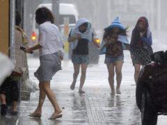Мощный тайфун обрушился на Японию, отменены авиарейсы