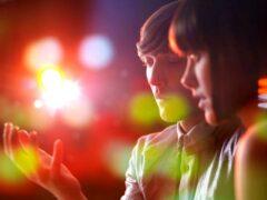 Исследователи: Статус в соцсетях влияет на реальные отношения супругов