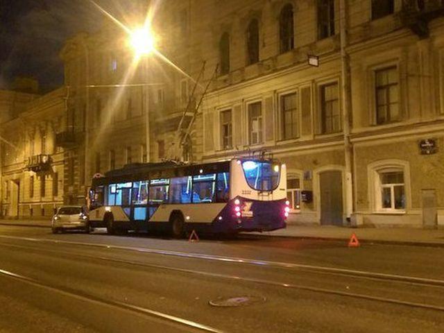ДТП иномарки с троллейбусом
