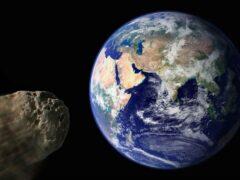 Платиновый астероид летит мимо Земли