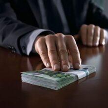 Главный налоговик Крыма попался на взятке в 300 тысяч рублей
