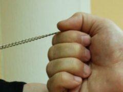 Ульяновец сорвал с шеи женщины цепочку и сдал в ломбард