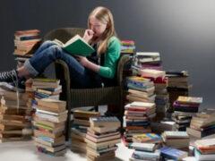 Ученые: привычка читать книги делает людей добрее