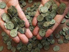 Москва: археологи нашли клад из тысячи медных копеек