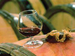 Специалисты определили бургундское вино самым дорогим в мире