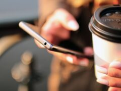 Ученые: привычка постоянно проверять телефон вызывает сбои в организме