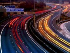 В Великобритании разработают дороги, заряжающие электромобили на ходу
