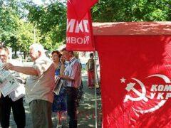 Киев запретил участвовать в местных выборах коммунистам и нацистам