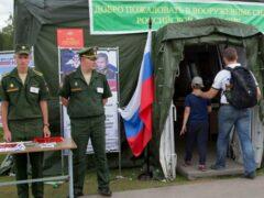 Две трети россиян высказались за присутствие военных в органах власти