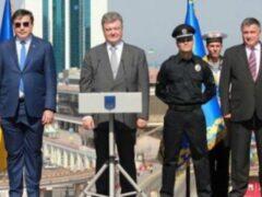 Саакашвили высмеяли за нелепый костюм