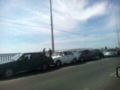 На мосту Саратов-Энгельс столкнулись шесть машин