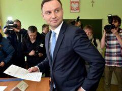 Ссора чиновников и журналистов сорвала пресс-конференцию главы Польши
