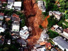 Спасатели эвакуировали 350 туристов из высокогорного района Грузии