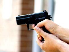 В Петербурге мужчина стрелял из травматики в сотрудника полиции