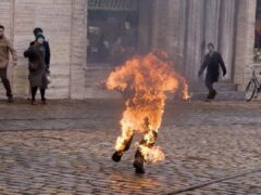Южная Корея: участник антияпонской демонстрации совершил самосожжение