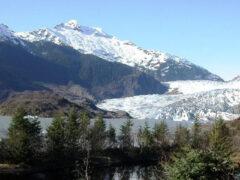 Жители поселка на Аляске хотят воссоединиться с родственниками из России