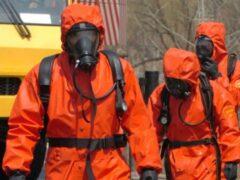 Грузовик, перевозивший 15 тонн серной кислоты, перевернулся в Китае