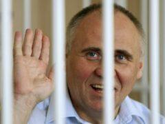 Минск: помилованного Николая Статкевича встречали воздушными шарами