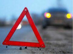 Москва: на юге столицы автомобиль врезался в автобусную остановку