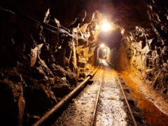 В Кемеровской области из-за задымления эвакуируют из шахты горняков