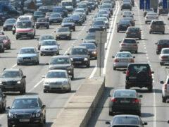 Легковые автомобили в России подорожали за год на 24%