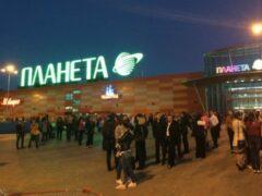 Посетителей ТЦ в Уфе срочно эвакуировали из-за задымления