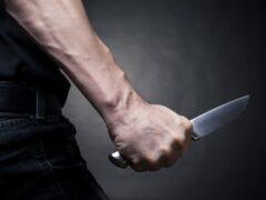 В Колпино мужчина с ножом отнял у знакомого деньги и телефон