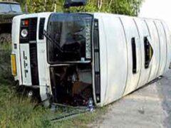 В Архангельской области опрокинулся туристический автобус с детьми