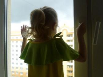 окно девочка