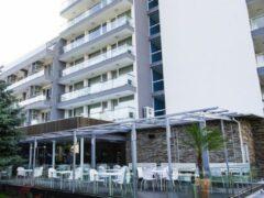 Пьяный российский подросток выпал из окна отеля в Болгарии