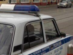 Полиция ищет водителя, который на иномарке таранил машину ДПС в Москве