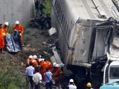 При столкновении автобуса с грузовиком в Китае погибли 12 человек