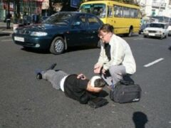 Петербург: У метро «Горьковская» пьяный мужчина бросился под автобус