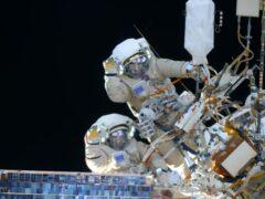 Роскосмос показал видео выхода космонавтов в открытый космос