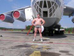 Белорус Кирилл Шимко удержал два самолёта Як-52