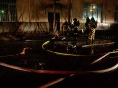 В Петербурге пожар на складе автозапчастей тушат уже больше суток