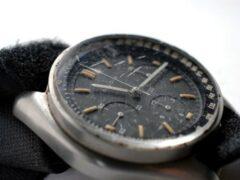 Побывавшие на Луне часы продали за $1,6 млн