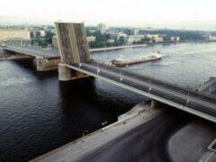 Петербург: У Володарского моста из Невы достали обезглавленный труп мужчины