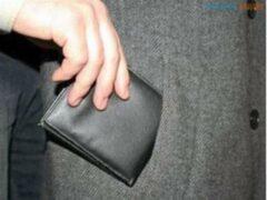 Две женщины пытались похитить у тюменки крупную сумму денег