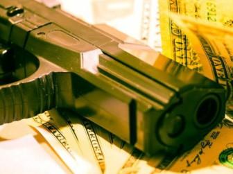 пистолет деньги