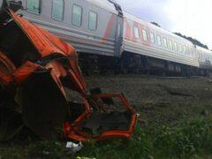 Свердловская область: поезд врезался в КамАЗ