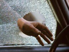 В Москве из притормозившего автомобиля похитили 2,7 млн рублей