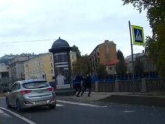 В Петербурге агрессивный водитель скинул пешехода в реку